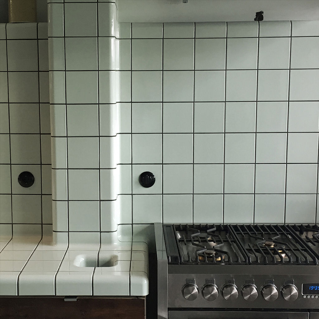 kitchen in color dew with rounded tiles