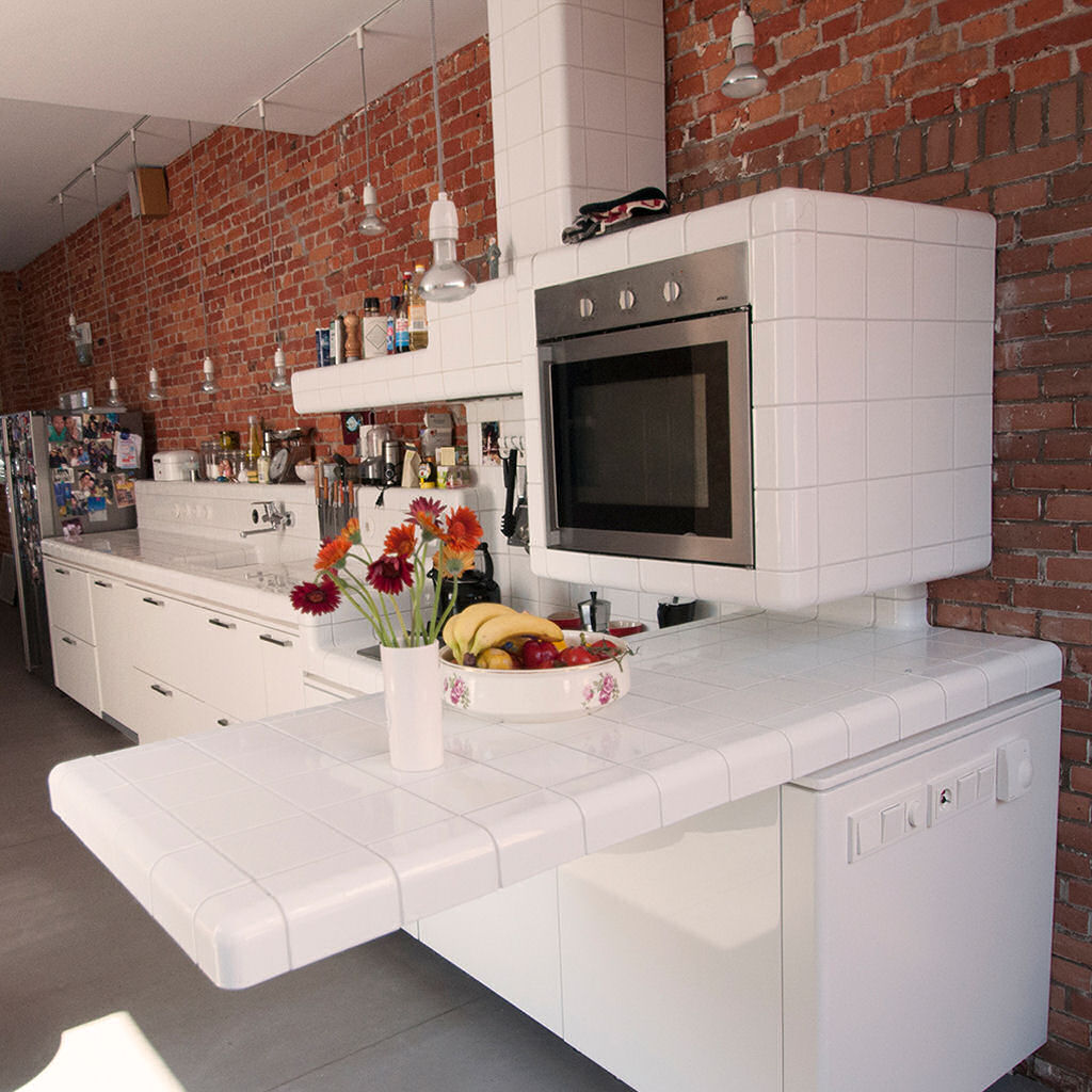 kitchen with floating bar and rounded tiles