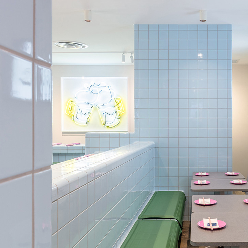Cafe / restaurant with rounded wall tiles