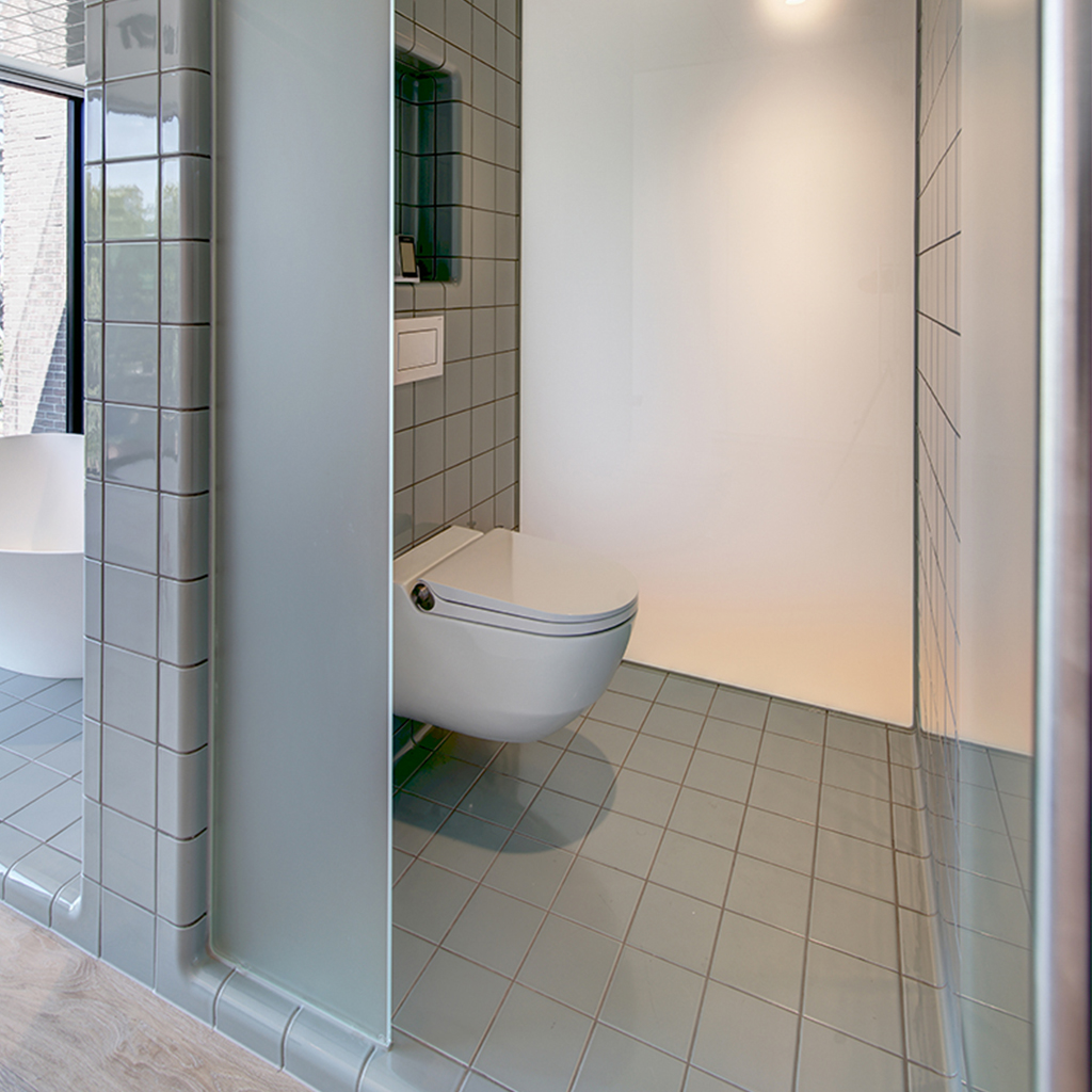 Threedimensional bathroom design with rounded tiles