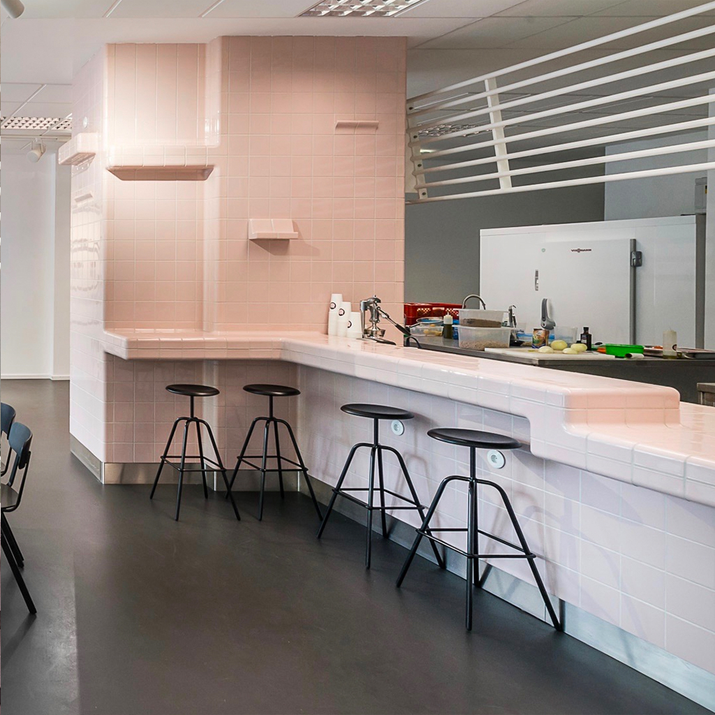 3d tiles with integrated ventilation, drain, shelves and sink, berlin