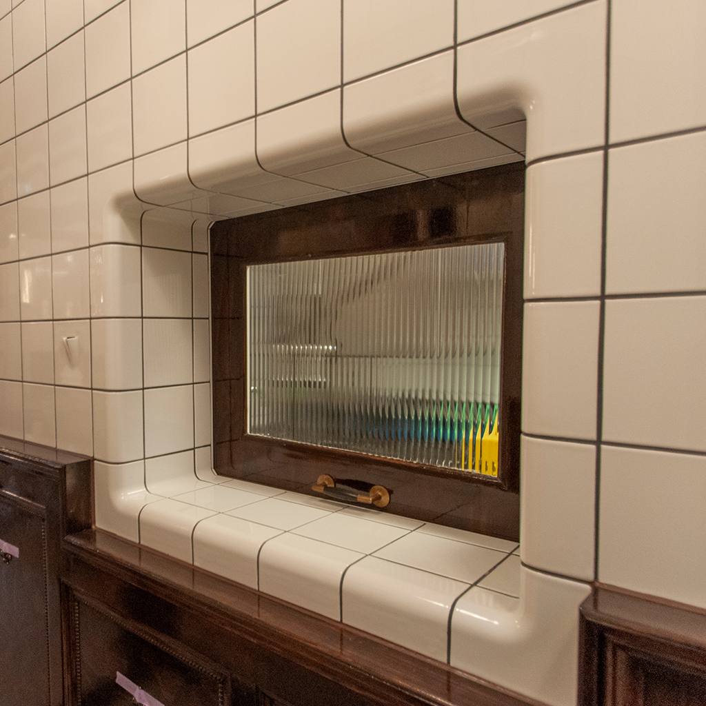 Brasserie with rounded wall tiles