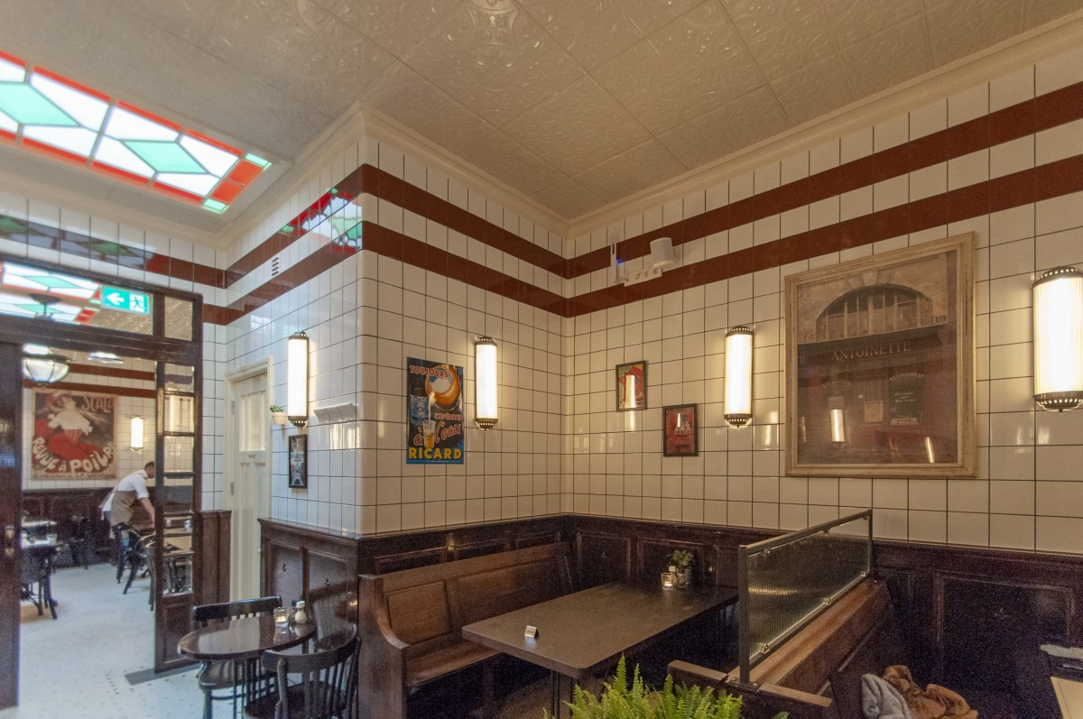 Brasserie with rounded wall tile