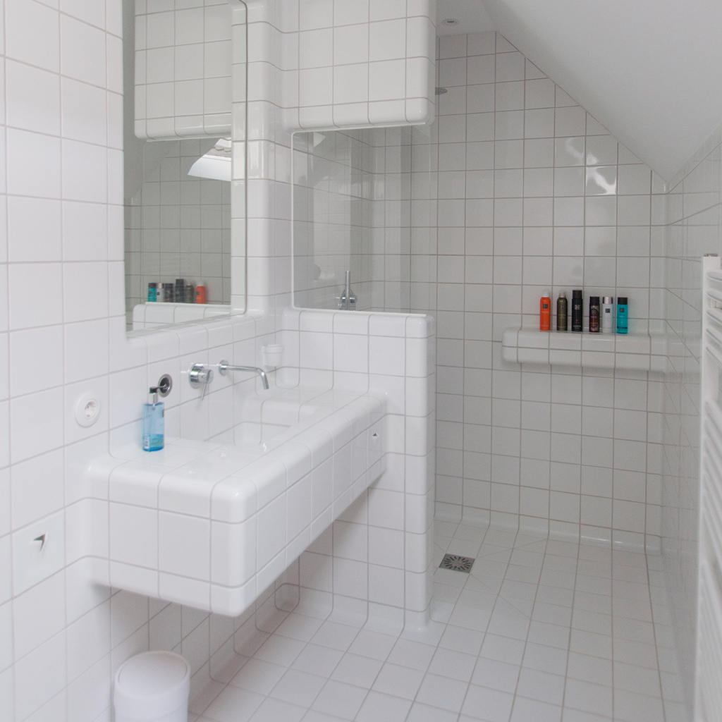 Tile your bathroom with design tiles