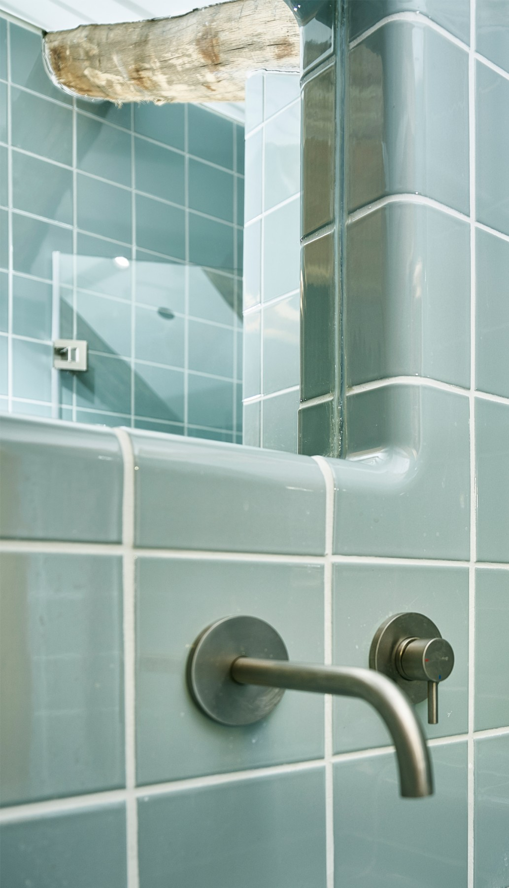 Tiles with water taps, tiling with rounded 3d corners and integrated functions
